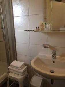 Ein Badezimmer in der Unterkunft Pension Wagner