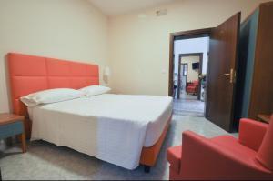 Un pat sau paturi într-o cameră la Hotel Villa Azzurra