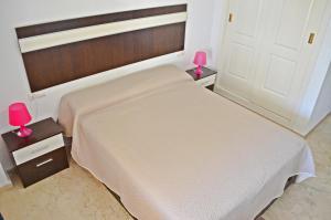 A bed or beds in a room at Apartamento Benalmadena Costa