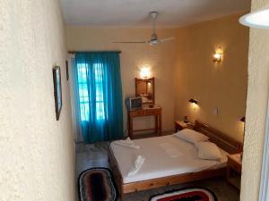 Кровать или кровати в номере Hotel Kamari