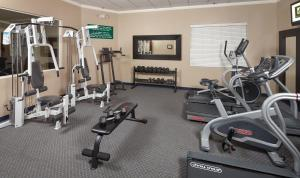 The fitness center and/or fitness facilities at Lake Natoma Inn