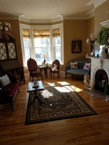 A seating area at Quartermain House Bed & Breakfast