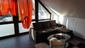 Ein Sitzbereich in der Unterkunft Elegantes Apartment
