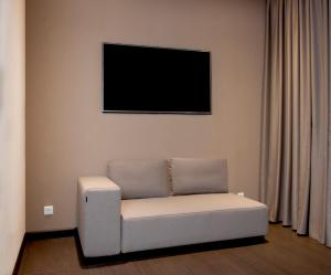 A seating area at Best Western Plus Amazon Hotel