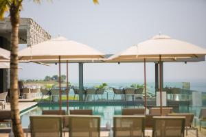 A restaurant or other place to eat at Noom Hotel Conakry
