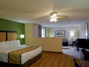 A bed or beds in a room at Extended Stay America - Princeton - West Windsor
