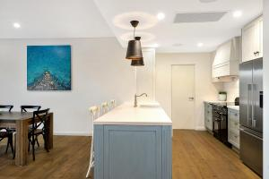 A kitchen or kitchenette at Belle Vue- Penthouse at Black Beach