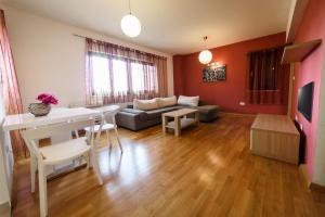 A seating area at Apartments Vacanza