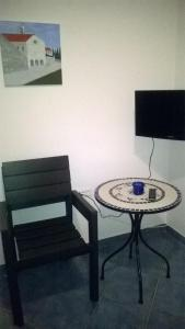 A television and/or entertainment centre at Apartments Mare More