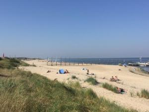 Een strand bij of vlak bij het vakantiepark