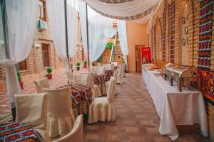 A restaurant or other place to eat at Arba Hotel
