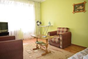 A seating area at Apartment on Gagarina 67