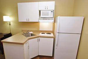 A kitchen or kitchenette at Extended Stay America - Salt Lake City - West Valley Center