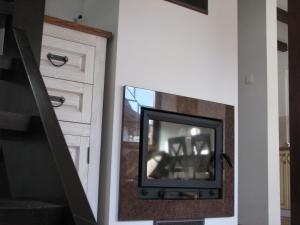 Telewizja i/lub zestaw kina domowego w obiekcie Lesne Domki