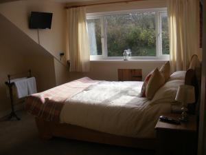 A bed or beds in a room at Blaencwm B&B