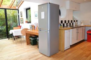 A kitchen or kitchenette at Shelley Guest House