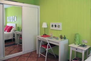 Una televisión o centro de entretenimiento en La Casita de la Abuela Paula