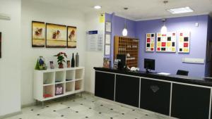De lobby of receptie bij Kristal