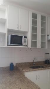 A cozinha ou cozinha compacta de Flats Service Bueno