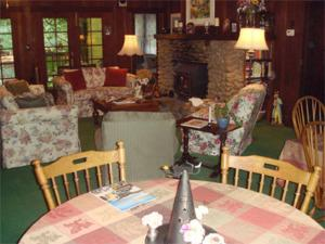 A restaurant or other place to eat at Fairview Manor Bed and Breakfast