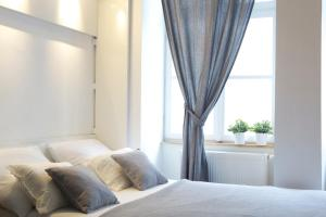 A bed or beds in a room at Premium Class Apartments