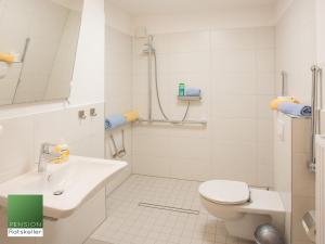Ein Badezimmer in der Unterkunft Pension Ratskeller