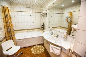 Ванная комната в Бутик - Отель 13 Стульев