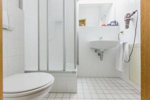 A bathroom at EJ9 Mainz Downtown