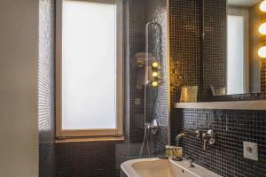 A bathroom at Hotel Burrhus