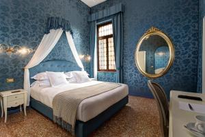 A bed or beds in a room at GKK Exclusive Private suite Venezia