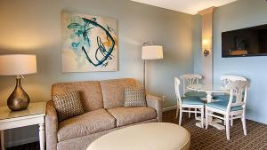 A seating area at Best Western Ocean Reef Suites