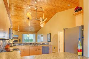 A kitchen or kitchenette at Magnificent Escape