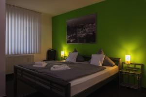 Ein Bett oder Betten in einem Zimmer der Unterkunft Hotel Rühen