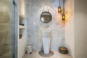 Un baño de Destino Sitges