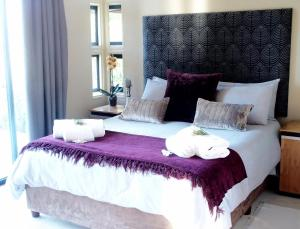 A bed or beds in a room at Kalanderkloof cottage