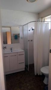 A bathroom at The Nambucca Motel