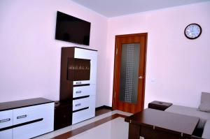 A television and/or entertainment center at Apartments RING Zheleznovodsk