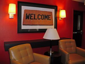 A seating area at Extended Stay America - Los Angeles - Northridge