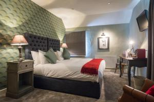 A bed or beds in a room at The Townhouse