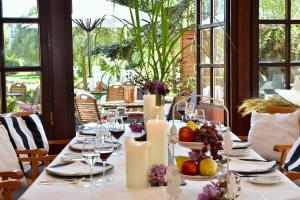 Ein Restaurant oder anderes Speiselokal in der Unterkunft PARKHOTEL - Rosarium
