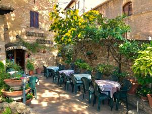 A restaurant or other place to eat at Hotel Berti