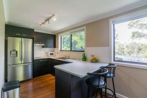 A kitchen or kitchenette at Kookaburra Retreat