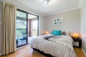 A bed or beds in a room at Kookaburra Retreat