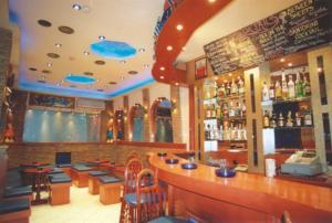 El salón o zona de bar de Lozanni