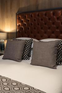 A bed or beds in a room at The Driftwood Bexhill