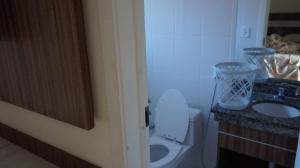 Um banheiro em Via Caldas Lacqua IV