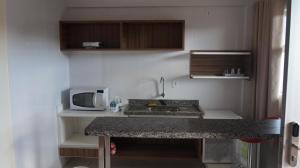 A cozinha ou cozinha compacta de Via Caldas Lacqua IV