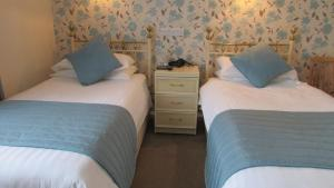 A bed or beds in a room at Rhondda Bed and Breakfast