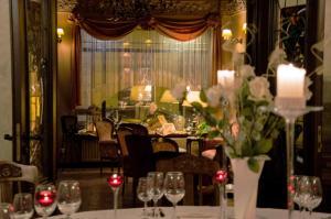 Restauracja lub miejsce do jedzenia w obiekcie Hotel Petite Fleur
