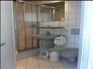 Ein Badezimmer in der Unterkunft Gästehaus Café Ruff